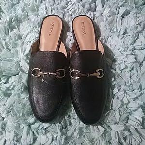 💗NWOT Gorgeous faux Leather Black Mules Size 9